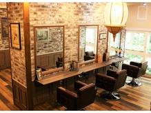 ★アンティーク家具に囲まれた落ち着きのある空間★三軒茶屋