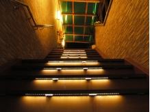 階段をあがり、2階のサロンへ♪
