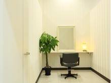プライベート空間の個室完備☆まつエク用の個室もございます♪