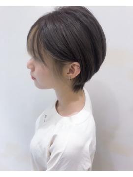 外国人風ショートボブ ハイライト 前髪インナーカラーグレージュ