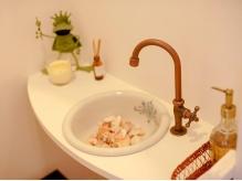 お手洗いも可愛らしいカエルがお出迎えしてくれる♪