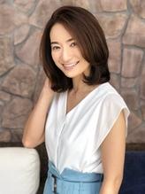 渡辺真由子さんの最新スタイル(似合わせカット/ミディアム).41
