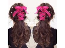ラメ・羽根・ラインストーンやリボン、花等の髪飾り多数あります