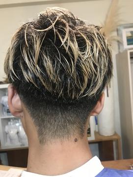 金髪×刈り上げ