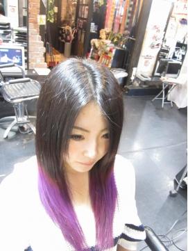 2020年春 黒から紫のグラデーション ヘアカラーのヘアスタイル