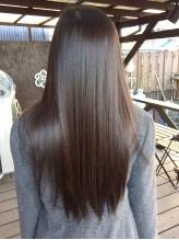 【ハホニコ縮毛矯正】でまとまるツヤ髪をGET♪ダメージ、湿気などで広がる髪にも極上のツヤと手触りを!