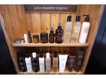 サロンで使用するシャンプーは全て「john masters organics」