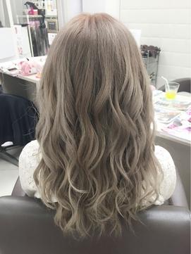 【透明感溢れるホワイトアッシュ】ナチュラルグラデーションヘア