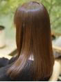 『繰り返す度に髪が傷んだ』『拡がりは収まったけどチリチリ』なんてことありませんか?Ofaでは髪質改善しながら繰り返す度に美髪に!ダメージを抑えて自然な潤いストレートを実現します【髪質改善/縮毛矯正/金町】