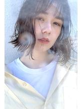 ベージュカラー×くせ毛風パーマ.7