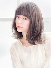 ミディアム フェミニン 透明感 ベージュ 夏 小顔  グレージュ c.16