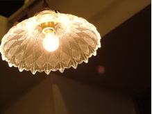 受付にはアンティーク調の可愛らしいライトが♪