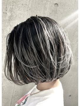 【ハイライトカラー】ホワイトアッシュヘア×ショートボブ
