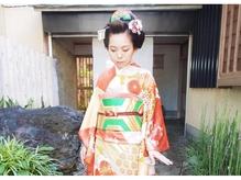 日本髪も着付けも華やかにしてくれます