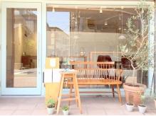 カフェと美容室の小さなお店mito。個室の落ち着いた店内で、周りを気にせずあなただけの時間を過ごして