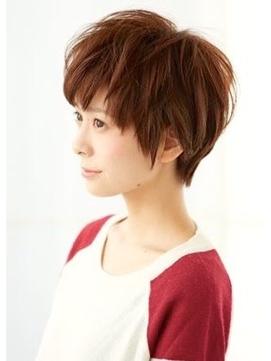 【MONA】ざっくりとした束感が好印象のショートヘアスタイル