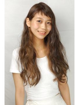 薄短い前髪がかわいいロングヘアー