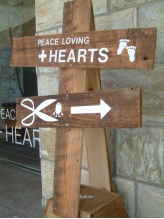 ピースラビングプラスハーツ(PEACE LOVING+HEARTS)