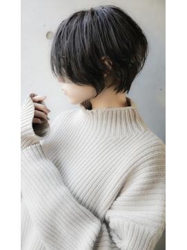 【+~ing deux】耳掛けひし形ショートボブ【辻口俊】