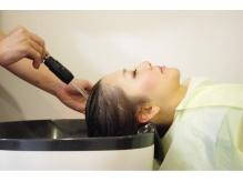 人気メニューのヘッドスパ♪美髪への近道は頭皮ケアからスタート