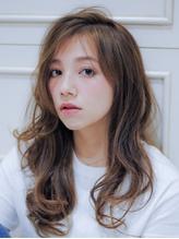 グレージュカラーで外国人風の髪色に☆日本人独特の髪の赤味を抑え、外国人風に仕上がるカラーリング登場!