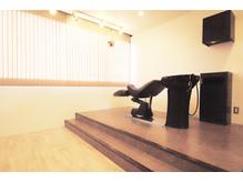 首に負担のかからないシャンプー台で施術します!高崎市 美容室