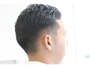 清潔感ある大人ビジネススタイルに。頭皮ケアにこだわるヘッドスパは、日頃の疲れを癒し健やかな髪を促進◎