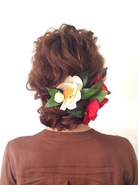 椿とまとめ髪