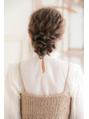三つ編みミドルポニーテール