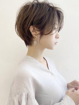 大人可愛い前髪長めのひし形耳掛けショートボブ30代40代50代