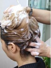 アジアンビューティーは本格ヘッドスパで髪に潤いを。スチームでしっかり内部まで浸透させて、美しい艶髪に