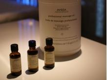 シャンプー時のフェイスシートの香りはAVEDAのオイルを使用。