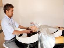 刈谷市◆≪完全個室≫最高級フルフラットのシャンプー台で行われるヘッドスパで、至福のリラックスタイム♪