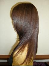 髪に必要な水分・タンパク質が中まで浸透し、ダメージを修復するから軽く自然に。髪のおさまりもよくなる!