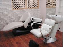 お客様の体調や用途に合わせて3種類のシャンプー椅子をご用意☆