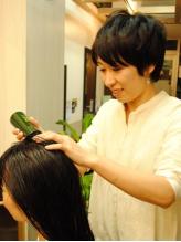 お客様の髪と頭皮の健康を考えダメージレスを徹底的に追求!使用する薬剤や技術にトコトンこだわる!