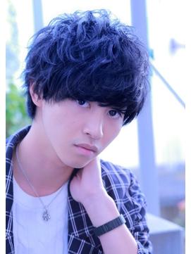 山崎賢人 髪型 ラフ パーマ グランジ スマートマッシュ