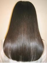 【香草カラー+カット+ヘッドスパ¥11880】国産のハーブを使用した髪を傷めないグレイカラーです。