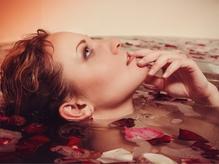 クレオパトラも愛した薔薇の女王【ダマスクローズ】の芳香な香りに包まれながら至福のSPA体験♪
