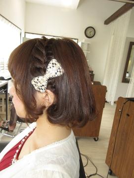 【見附・今町】リボンの髪飾りにあう毛先カール