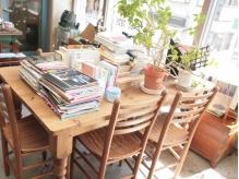 ●待合スペース●趣味の本をいっぱい置いています