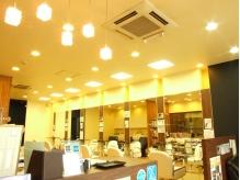 店内は可愛いライティングに照らされています