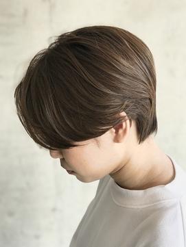 前髪長めの耳かけマニッシュショート