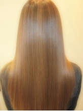 まとまりのある憧れのサラツヤストレートで、好感度アップ!思わず2度見したくなるような輝く髪を☆