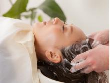 【カット+オーガニックTreatmentスパ¥6480】100%オーガニックオイルを使用し、頭皮&髪同時に極上ケアを