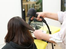 スチームを使用した髪に優しい施術