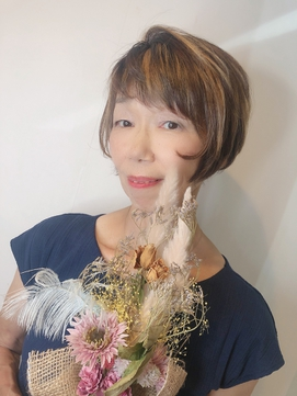 白髪ごまかしハイライト×顔周り隠せるショートヘア