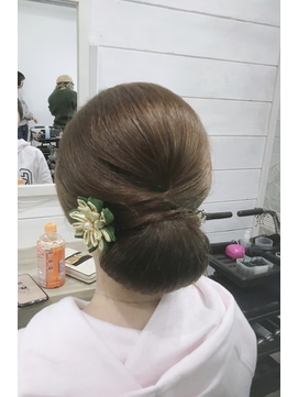 Achieveシニヨンstylist by高見