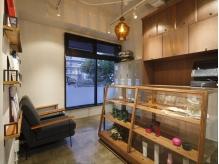 ≪栄/久屋◆上質サロン≫レトロな雰囲気ただようアンティーク家具や小物に囲まれた大人空間『scora』
