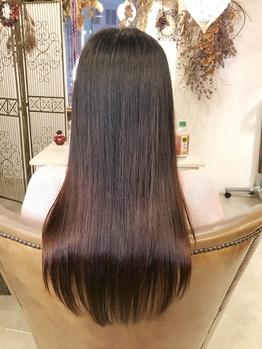 くせ・うねりでまとまらない髪に、話題の<酸性縮毛矯正>でお悩み改善♪低ダメージで叶う柔らかさ・艶感◎